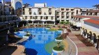 Хотел и външни басейни