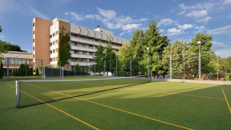 Хотел и тенис