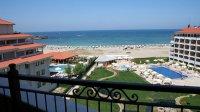 Комплекс, басейн и плаж