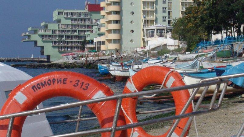 Рибарският кей до хотела
