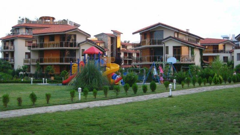 Парк и детска площадка
