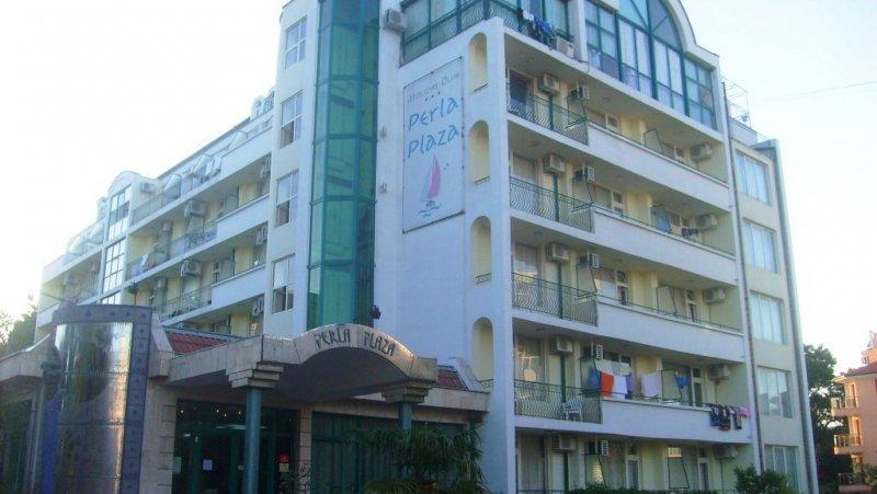 Централен вход на хотела