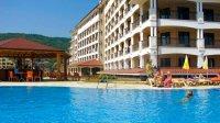 Хотел и външен басейн